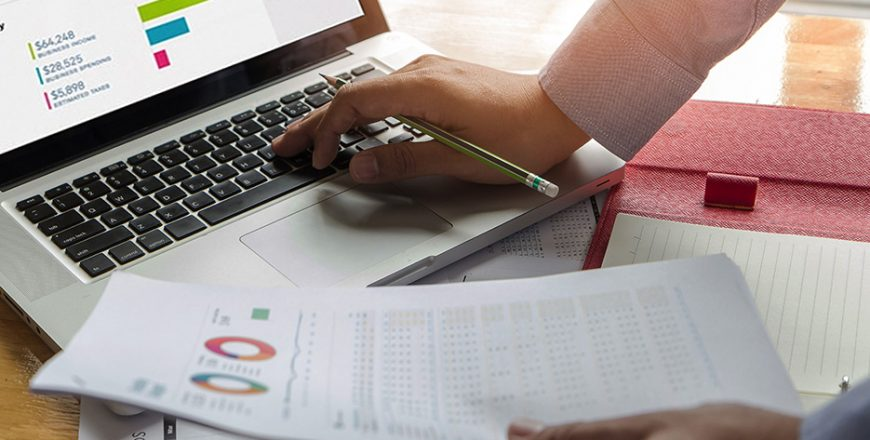 Professional Bookkeeping with QuickBooks 2019 and Payroll Practice and Management (Software Included)